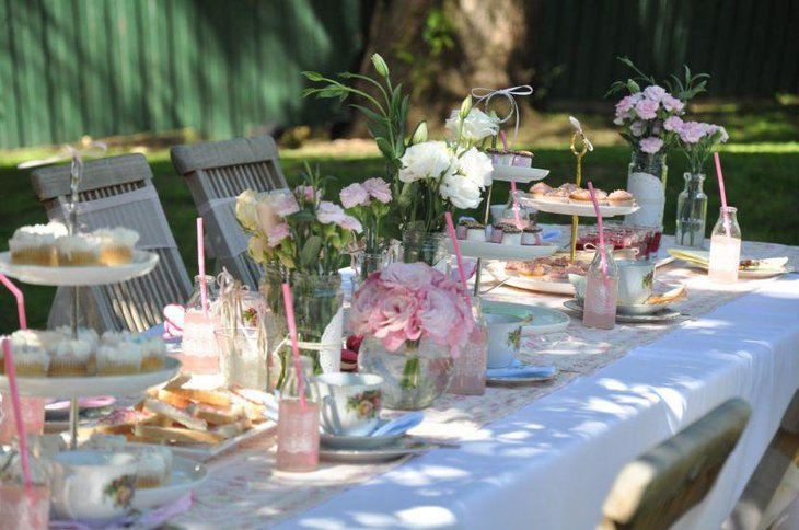 Vintage pink and white party table decorations