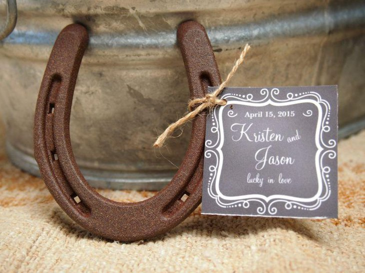 Weathered Horseshoe and Burlap Centerpiece For a Rustic Wedding