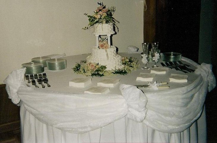 decorating wedding cake table 37 creative wedding cake table decorations table 13419