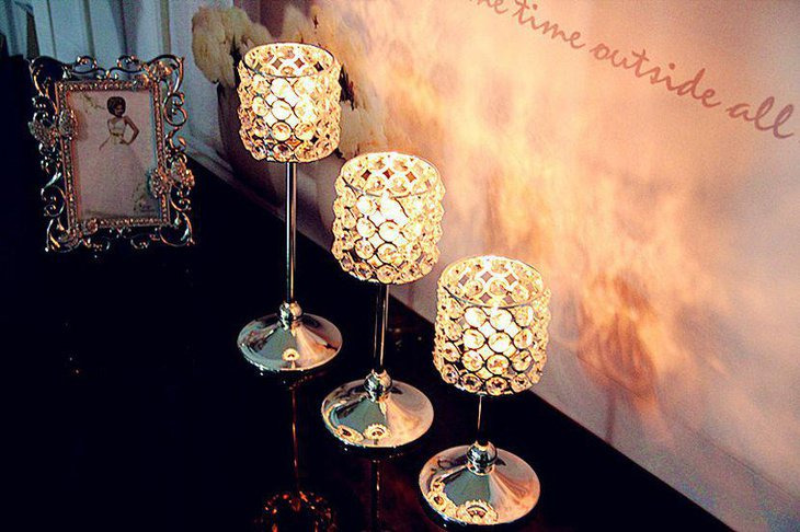 Wedding table decor with stunning crystal lamps