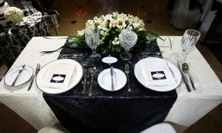35 Black And White Wedding Table Settings | Table Decorating Ideas