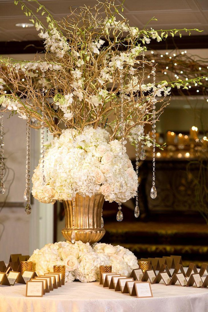 Winter wedding table decor with golden vase and place cards