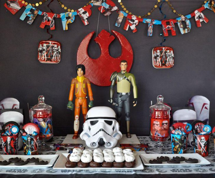 Wonderful party decorations for Star Wars birthday party