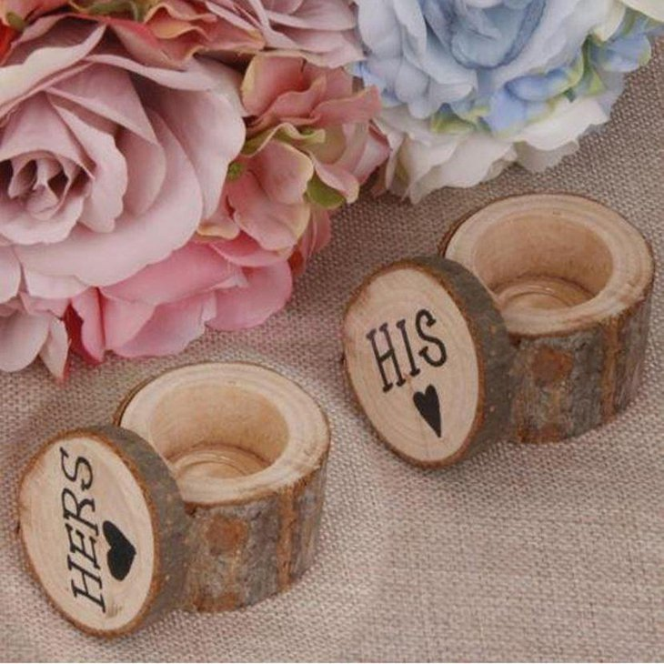 Wooden ring box decor looks elegant with flowers